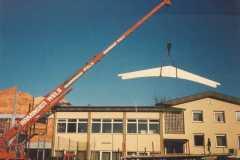 1987 Die Leimbinder werden gehoben