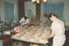 1990-06-30 Hochbetrieb in der Küche