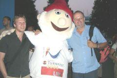 2006-07-10 Turnwart und Obmann mit Maskottchen