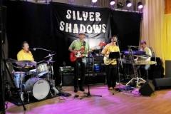 2009-10-10 Die Silver Shadows spielen dann zum Tanz auf