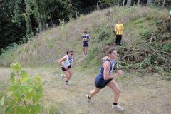 2010-08-12 Nostalgie-10-Kämpferin Anita beim Geländelauf