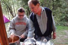 2010-09-01 Doris und Siegi beim Kochen