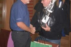 2010-09-28 Offizielles Geschenk bei der anschließenden Feier im Cafe Ollinger