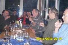 2010-11-29 Prost auf die perfekte Gemeinschaft der Montagriege