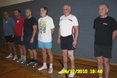 2010-12-17 Eine wichtige und Gewichtige Gruppe die Männer der Montagriege