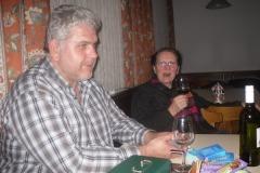 2010-12-21 Helmut als Winzer des heutigen Abends