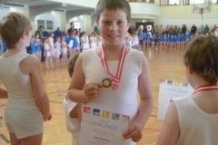 2011-04-02 Medaille und Urkunde für Lukas