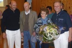 2011-06-18 Verein und Spielmannszug gratulieren