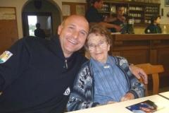 2011-06-18 Bei ihren Buam fühlt sich Hedi gleich wieder jünger