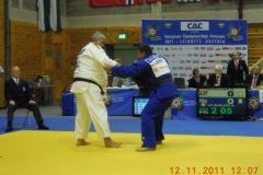 2011-11-10 Helmut richtet sich den Gegner her