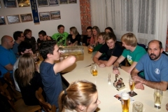 2011-12-03 Dienstagriege beim traditionellen Doppelliter Trinken