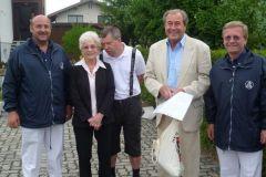 2012-05-28 SZ-Leiter und Obmann-Stv. gratulieren zum 70er