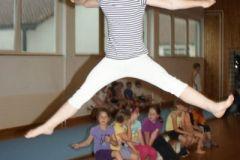 2012-06-06 Sara beim Grätschsprung