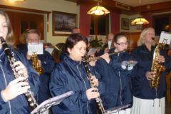 2012-12-15 Der Spielmannszug spielt im Gasthaus Jetzinger, Hehenberg