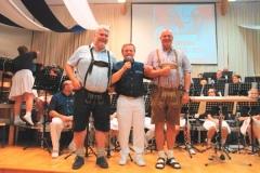 2013-04-30 Obmann Stv Hans Leeb gratuliert