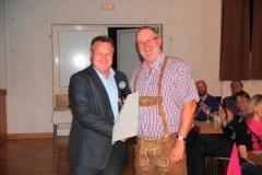 2013-04-30 Präsident Bertl von der Zugrunde gratuliert