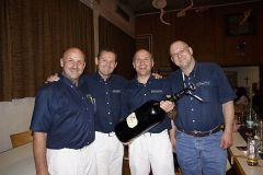 2013-05-04 Als Belohnung gab's neun Liter Schilcher für die Spielleute!