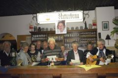 2013-05-31 Die Dämmerschoppenrunde gratuliert mit einem Lied