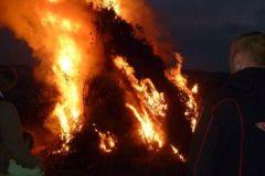 2013-06-22 Es wird finster - das Feuer brennt