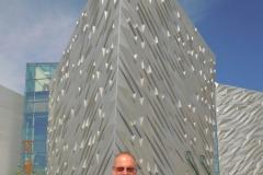 2013-08-01 Das moderne und neue Museum Titanic Belfast von aussen