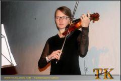 "2013-11-30 Lucia Schwendinger auf der Geige bei ""The Last of the Mohicans"""