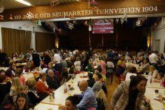 2013-12-07 Das Turnerheim füllt sich