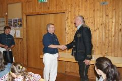 2014-05-17 Obmann-Stv. Johann Leeb gratuliert dem Geburtstagskind