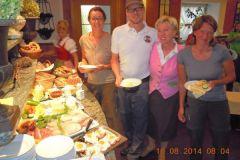 2014-08-12 Wir werden zum Frühstücksbuffet eingeladen!