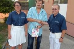 2015-08-22 Geschenküberreichung mit Obmann Stv Hans Leeb und SZ-Stv Bianca Wassermayr