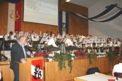 2015-11-28 Obmann bedankt sich für 25 Jahre Wunschkonzert im Turnerheim
