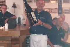 2016-04-30 Fred bekommt ein Flascherl Wein...