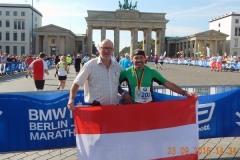 2016-09-23 Vor dem Brandenburger Tor mit der Finisher Medaille