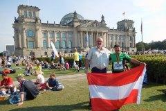 2016-09-23 Vor dem Reichstag mit der Finisher Medaille
