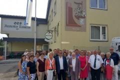 2017-07-07 Gruppenfoto vor dem Haus Laboe mit Graffiti des Marine Ehrenmal
