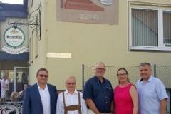 2017-07-07 Bürgermeister und Obmänner vor dem Turnerheim