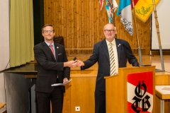 2020-09-25 Der Turnvereinsstempel wird an Gernot Lehner übergeben