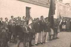 1956-06-24 Traditionsfahne bei der Eröffnung der Turnhalle