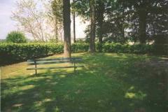 2000-05-02 Umrahmt von Hainbuchen, gesetzt 1994